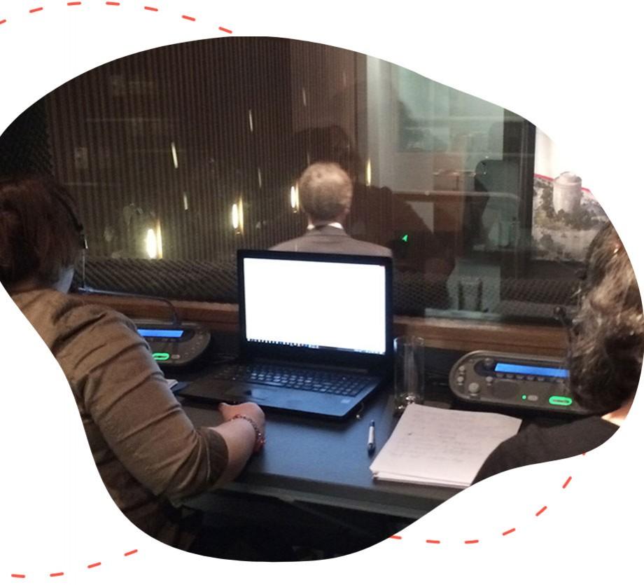 Ομάδα της easyguide κάνει μετάφραση σε συνάντηση